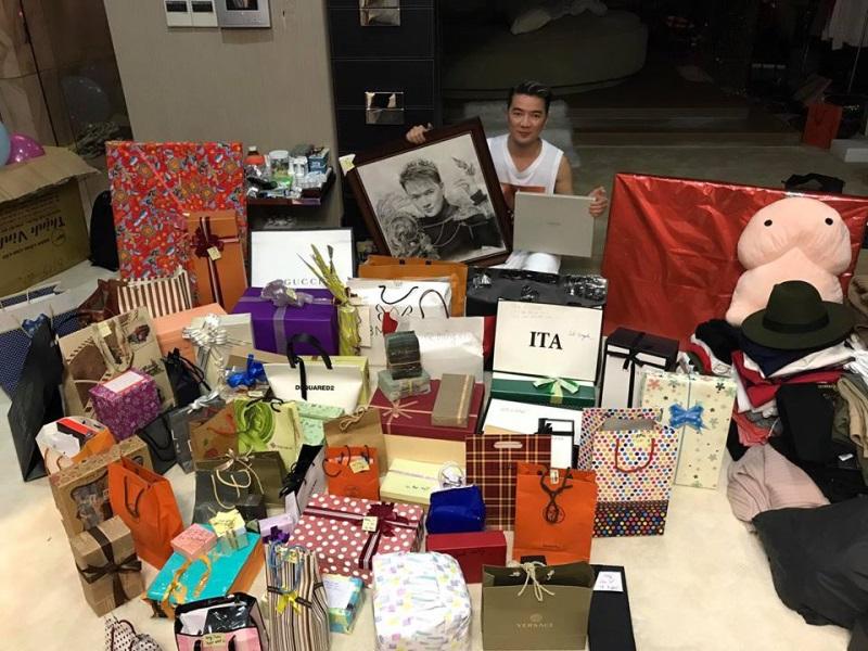 Đàm Vĩnh Hưng khoe quà sinh nhật ngập nhà tuổi 46