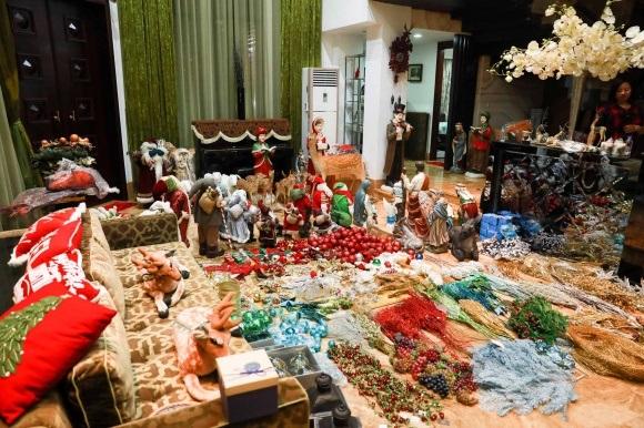 Đánh dấu năm 2017 thành công, Đàm Vĩnh Hưng chi tiền khủng sắm đồ trang trí Giáng sinh từ nhiều nơi trên thế giới - Ảnh 1