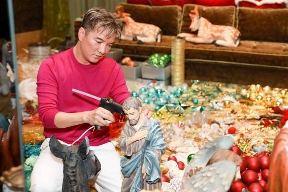 Đánh dấu năm 2017 thành công, Đàm Vĩnh Hưng chi tiền khủng sắm đồ trang trí Giáng sinh từ nhiều nơi trên thế giới - Ảnh 13