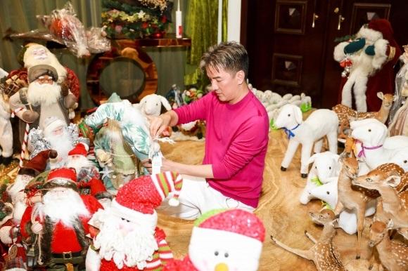 Đánh dấu năm 2017 thành công, Đàm Vĩnh Hưng chi tiền khủng sắm đồ trang trí Giáng sinh từ nhiều nơi trên thế giới - Ảnh 7