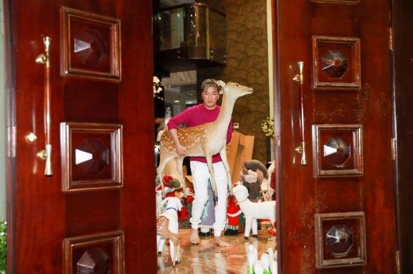 Đánh dấu năm 2017 thành công, Đàm Vĩnh Hưng chi tiền khủng sắm đồ trang trí Giáng sinh từ nhiều nơi trên thế giới - Ảnh 15