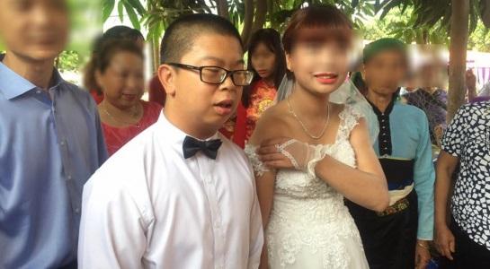 Xôn xao đám cưới cô dâu Sơn La trẻ măng và chú rể Trung Quốc giống bị down - Ảnh 1