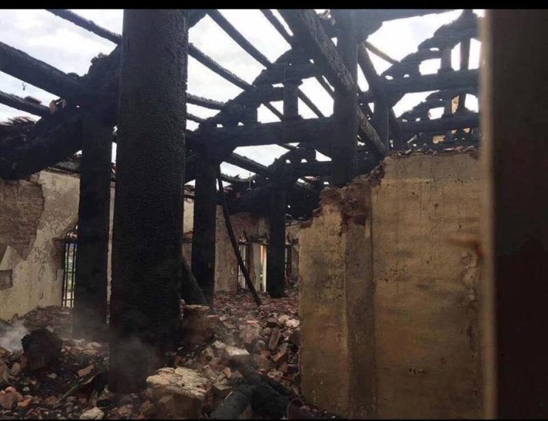 Fan nhiệt tình ủng hộ khi Mr.Đàm 'kêu cứu' giúp nhà thờ bị cháy - Ảnh 4