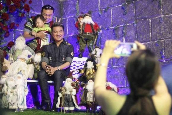 Người dân chen chúc tới biệt thự triệu đô của Đàm Vĩnh Hưng để chụp ảnh Giáng sinh - Ảnh 14