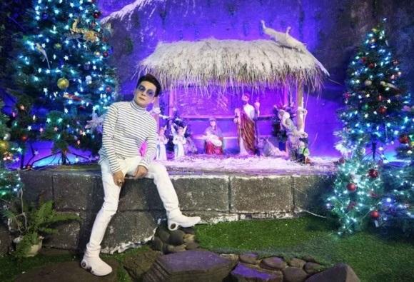 Người dân chen chúc tới biệt thự triệu đô của Đàm Vĩnh Hưng để chụp ảnh Giáng sinh - Ảnh 6