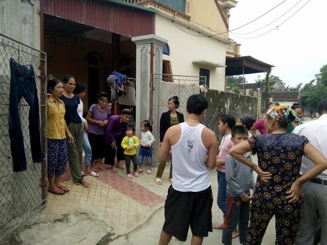 Bức xúc: Trong khi dân nghèo đói mờ mắt, quà hỗ trợ lũ lụt lại trao cho người nhà cán bộ - Ảnh 3