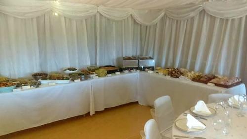 Dâu rể đãi tiệc cưới bằng thực phẩm hết hạn của các siêu thị - Ảnh 3
