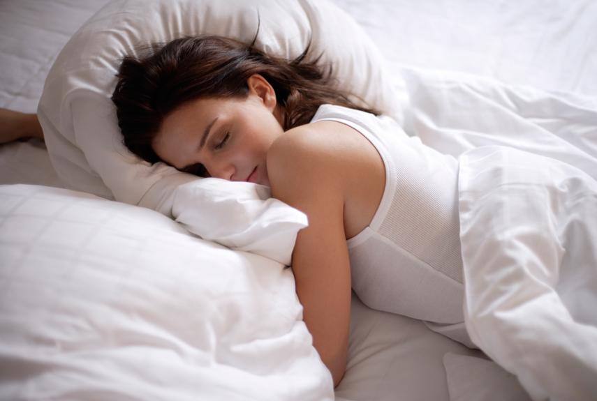 Ngủ sai tư thế có thể ngăn cản sự lưu thông máu, gây đau vai gáy