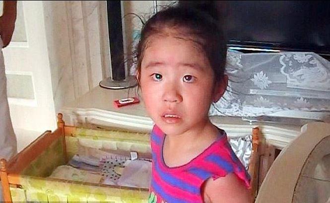 Giải cứu bé gái 5 tuổi mắc kẹt đầu ở lan can tầng 24 - Ảnh 3