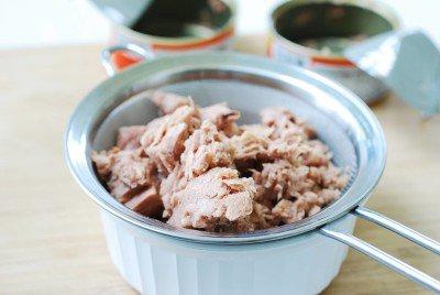 Cơm cuộn cá ngừ đầy hấp dẫn - Ảnh 1