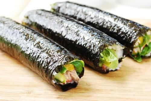 Cơm cuộn cá ngừ đầy hấp dẫn - Ảnh 3