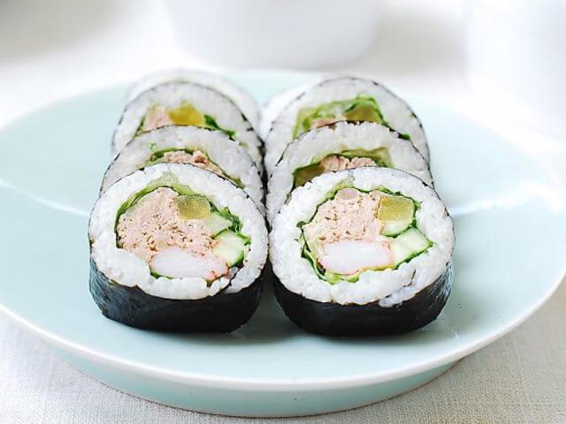 Cơm cuộn cá ngừ đầy hấp dẫn - Ảnh 4