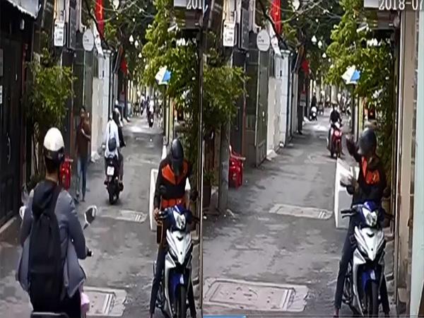 Ngồi đếm tiền trước nhà, người phụ nữ bị tên cướp giật phăng túi xách - Ảnh 1