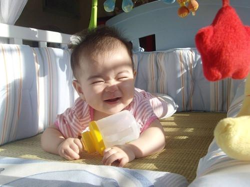 Cách phơi nắng giúp trẻ tổng hợp vitamin D hiệu quả - Ảnh 1