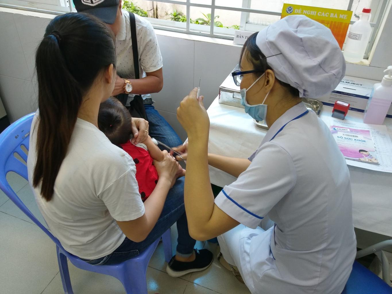 Tỷ lệ trẻ sốt sau tiên vacxin ComBE Five tại Việt Nam thấp hơn 1/10 so với thống kê của WHO - Ảnh 2