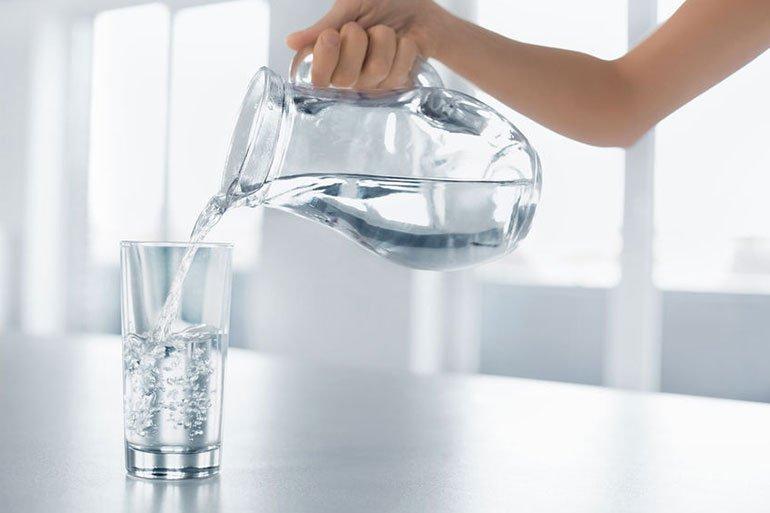 Uống nhiều nước sẽ tăng bài tiết, tán sỏi hiệu quả