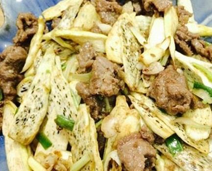 Món củ niễng xào thịt heo chế biến đơn giản mà ngon miệng