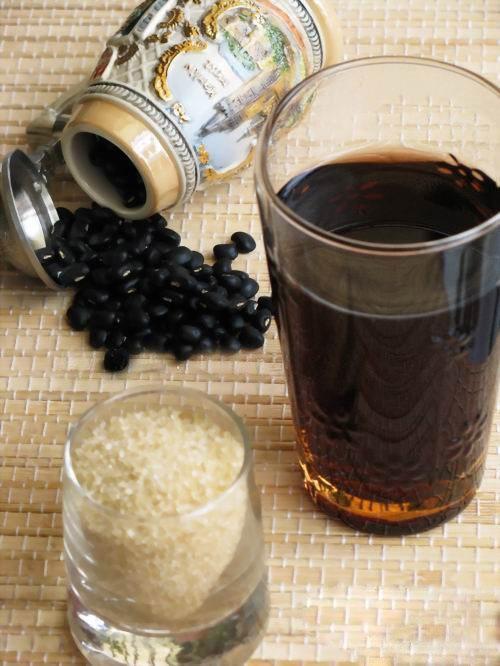 Ướng nước đậu đen rang mỗi ngày ngăn ngừa lão hóa da