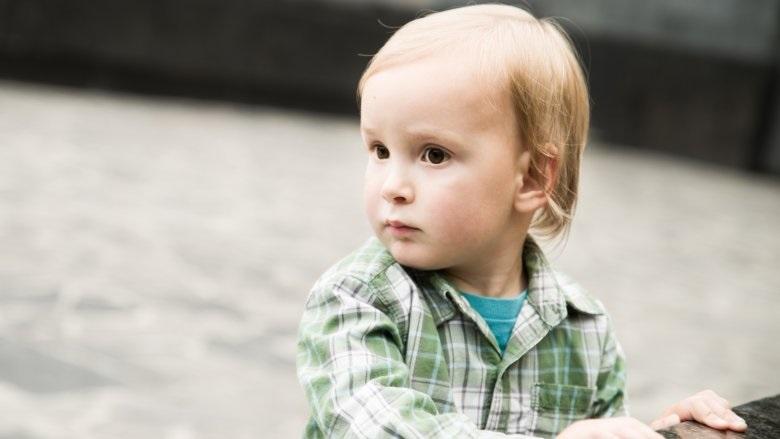 Dấu hiệu trẻ mới biết đi có thể bị chứng tự kỷ cha mẹ không nên lơ là - Ảnh 1