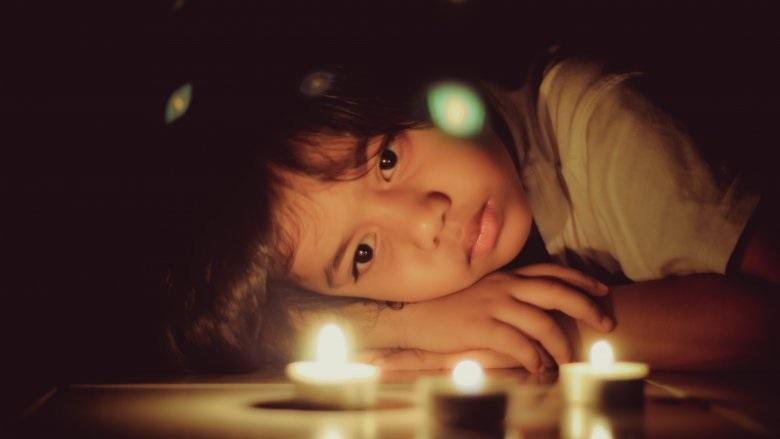 Dấu hiệu trẻ mới biết đi có thể bị chứng tự kỷ cha mẹ không nên lơ là - Ảnh 2
