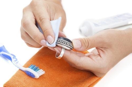 """Không phải mỹ phẩm cao cấp nhưng 1 chiếc bàn chải đánh răng có tới 12 công dụng làm đẹp """"xuất sắc"""" mà chị em không hề hay biết - Ảnh 8"""