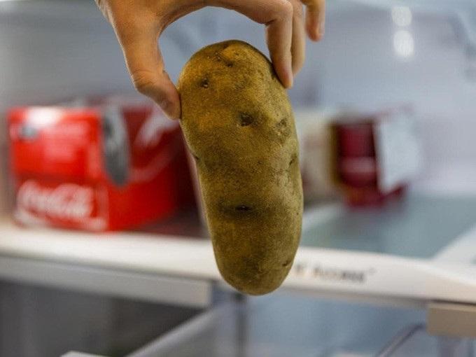 Chà 1 lát khoai tây lên mặt, da trắng bóc, mụn và nám sạch bách chỉ sau 1 tuần - Ảnh 1