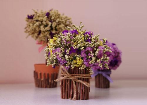 Những giỏ hoa khô tự cắm đẹp mắt dễ bán ngày Tết