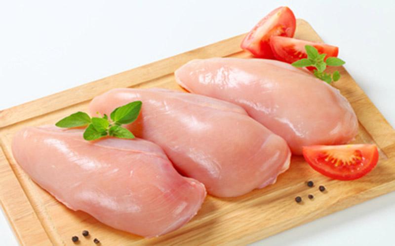 Ức gà là thực phẩm tốt cho bệnh trào ngược dạ dày thực quản - Ảnh minh họa: Internet