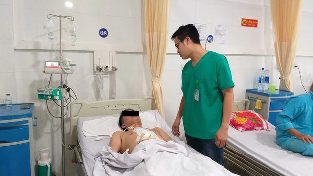 Đà Nẵng: Cứu sống nam bệnh nhân bị kéo đâm vào tim - Ảnh 1