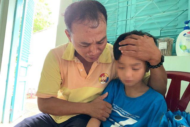 Sau 4 tháng rong ruổi khắp TP.HCM, cha khóc nức nở khi tìm thấy con trai mất tích - Ảnh 2