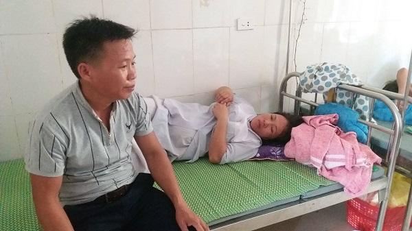 Vụ bé sơ sinh tử vong với vết khâu ở cổ: Công an tới bệnh viện lấy lời khai - Ảnh 1