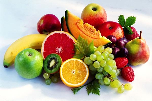 Bổ sung vitamin C cho mẹ bầu bằng cách ăn nhiều trái cây tươi.
