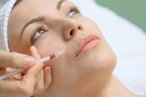 Ở độ tuổi 20, bạn không nên tiêm botox vì giai đoạn này da vẫn chưa hình thành nếp nhăn - Ảnh: Internet