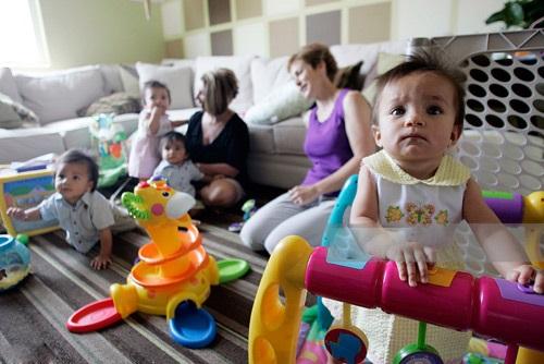 Cặp đôi đồng tính nữ cùng sinh 4 đứa con trong một ngày - Ảnh 2