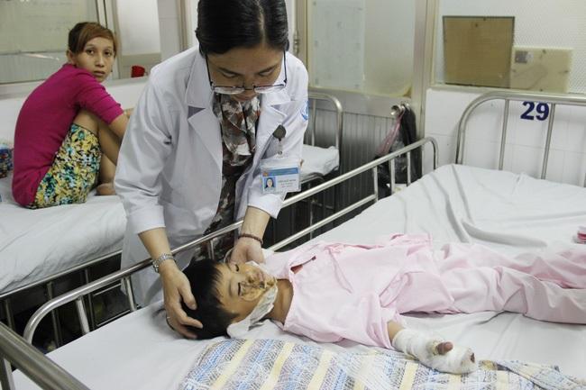 Thương tâm bé trai 5 tuổi bị điện giật khiến hoại tử nặng hai bàn tay - Ảnh 5