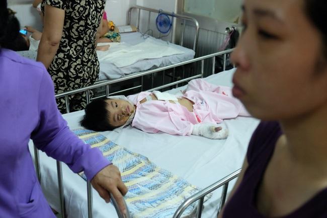 Thương tâm bé trai 5 tuổi bị điện giật khiến hoại tử nặng hai bàn tay - Ảnh 7