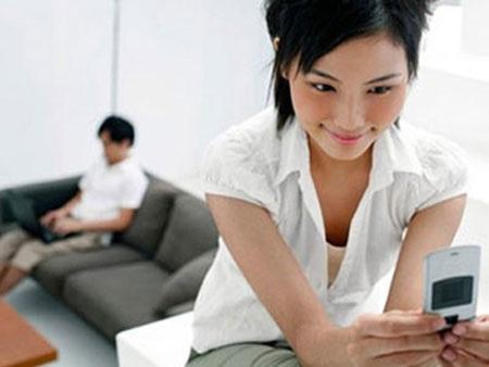 Không muốn ly hôn thì đừng kết bạn với chồng trên Facebook - Ảnh 1