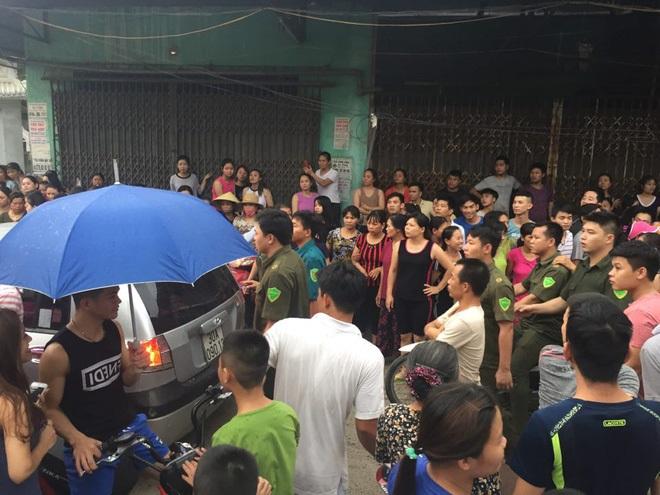 Công an dựng lại hiện trường vụ người mẹ nghi sát hại con đẻ 33 ngày tuổi ở Hà Nội - Ảnh 1