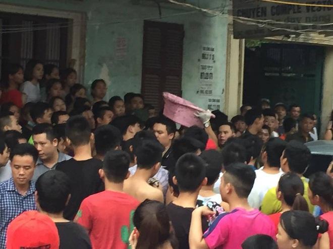 Công an dựng lại hiện trường vụ người mẹ nghi sát hại con đẻ 33 ngày tuổi ở Hà Nội - Ảnh 2