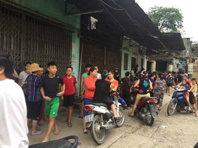 Công an dựng lại hiện trường vụ người mẹ nghi sát hại con đẻ 33 ngày tuổi ở Hà Nội - Ảnh 3