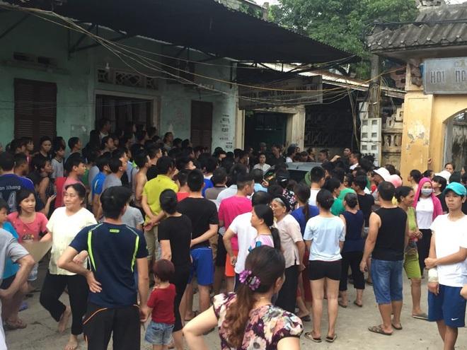 Công an dựng lại hiện trường vụ người mẹ nghi sát hại con đẻ 33 ngày tuổi ở Hà Nội - Ảnh 4
