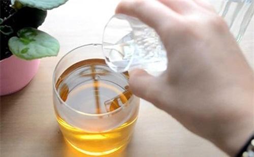 Rượu trắng + Nước trà xanh: 'Thần dược' giúp loại bỏ thâm nám, trị mụn và dưỡng da trắng mịn chỉ sau 7 ngày - Ảnh 2