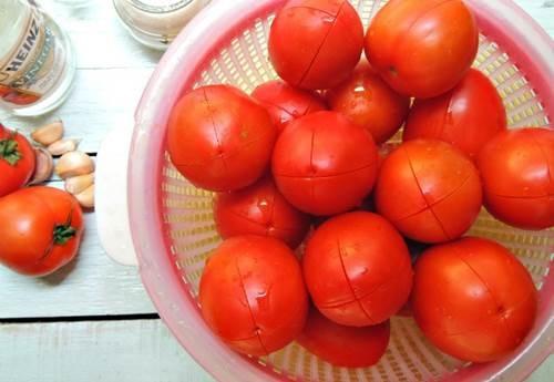 Chà cà chua sống lên mặt 3 phút mỗi ngày, kết quả khiến nhiều cô gái bất ngờ - Ảnh 1
