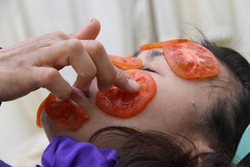 Chà cà chua sống lên mặt 3 phút mỗi ngày, kết quả khiến nhiều cô gái bất ngờ - Ảnh 4
