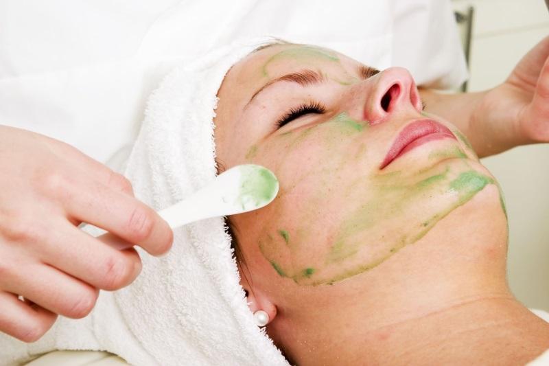 Làm sạch da mặt bằng nha đam đơn giản tại nhà cho da đẹp xuất sắc