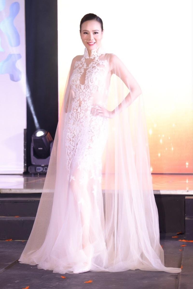 Bị chỉ trích khi tham dự Hoa hậu Quý bà Hòa bình Thế giới 2017, Dương Yến Ngọc khiến nhiều người câm nín vì làm được điều này - Ảnh 4