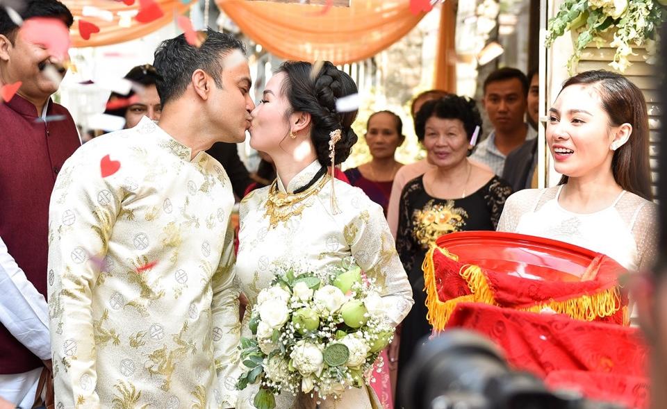 'Lóa mắt' nhìn Võ Hạ Trâm đeo vàng nặng trĩu trong hôn lễ cùng chồng doanh nhân Ấn Độ - Ảnh 11