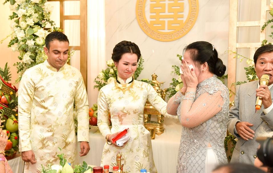'Lóa mắt' nhìn Võ Hạ Trâm đeo vàng nặng trĩu trong hôn lễ cùng chồng doanh nhân Ấn Độ - Ảnh 4