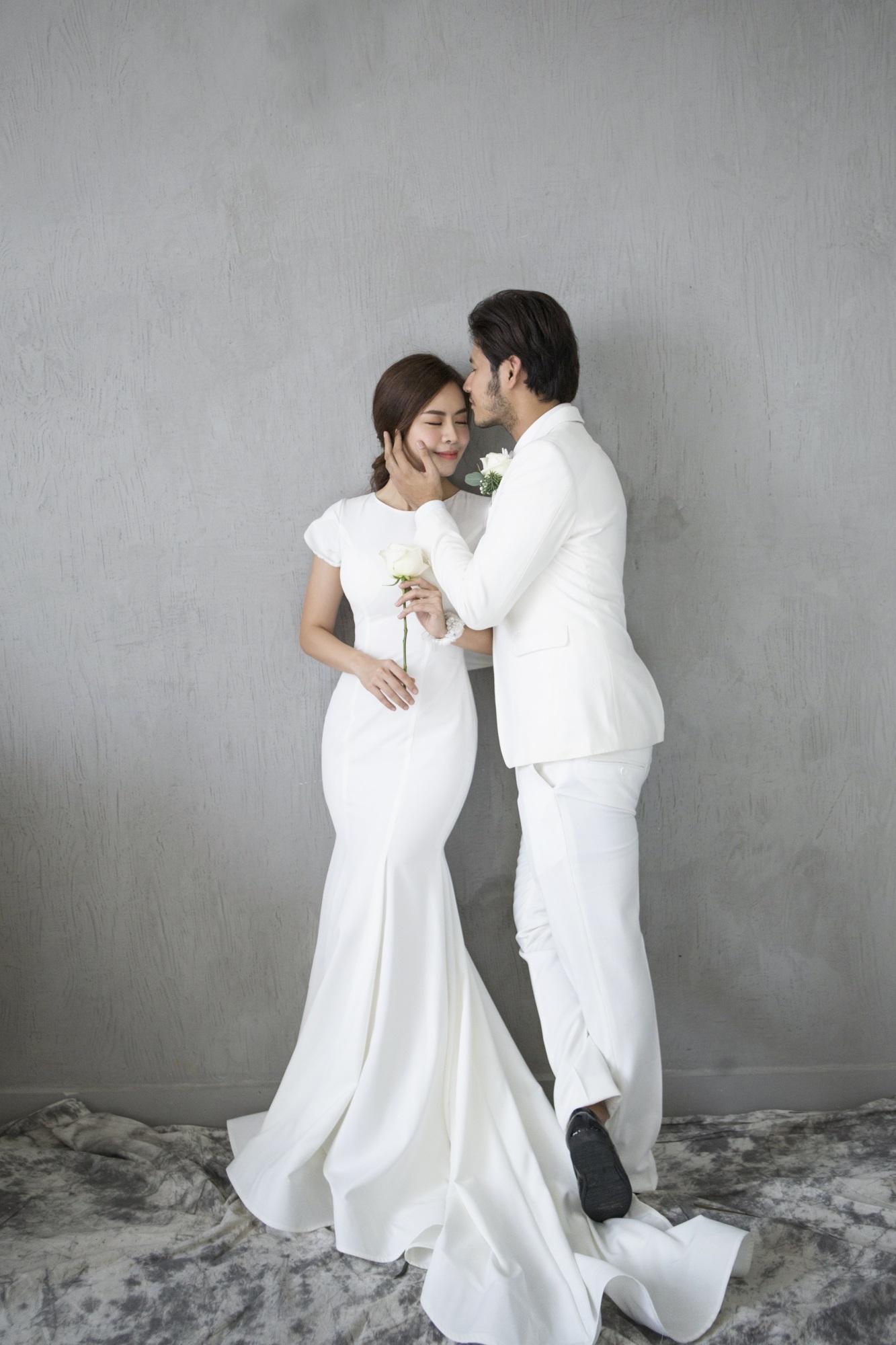Diễn viên Gạo nếp gạo tẻ 'khoá môi' bạn trai ngọt ngào trong ảnh cưới - Ảnh 2
