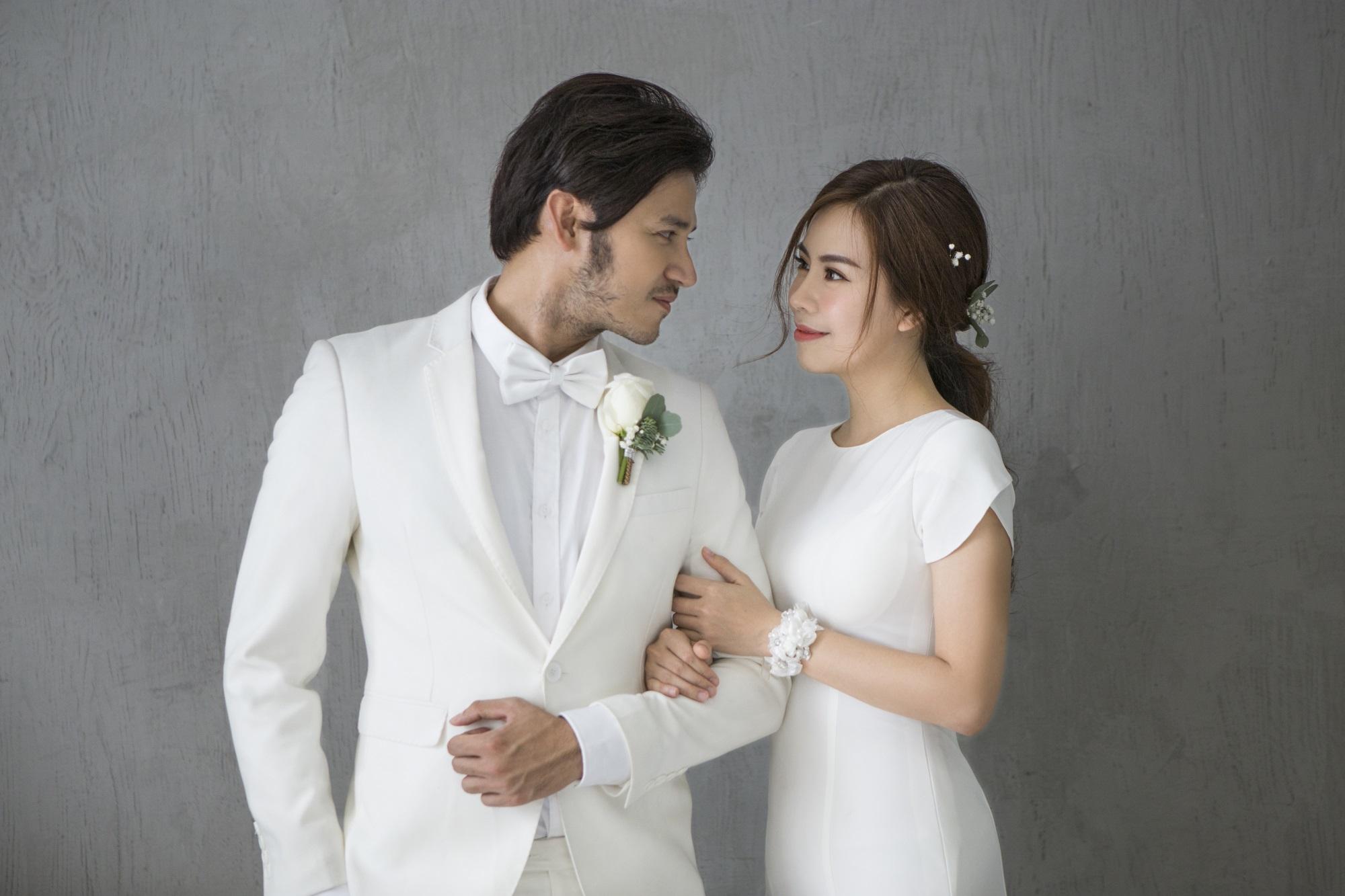 Diễn viên Gạo nếp gạo tẻ 'khoá môi' bạn trai ngọt ngào trong ảnh cưới - Ảnh 3